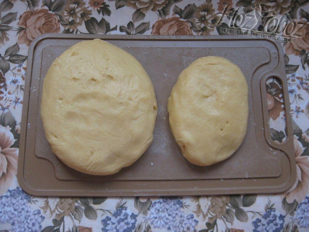 Разделяем песочное тесто на две части