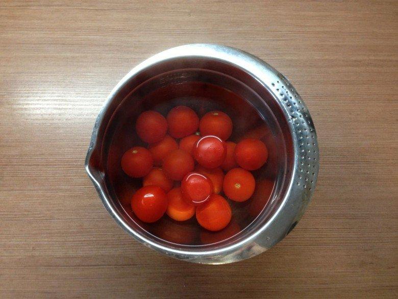 Залейте томаты кипятком