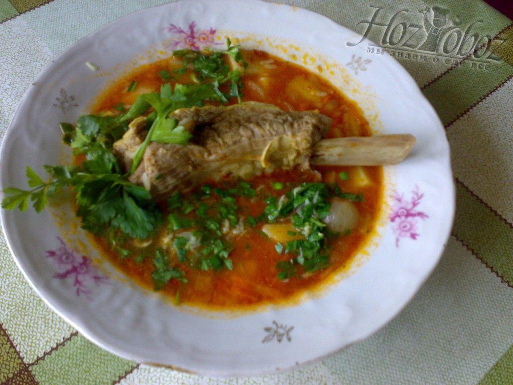 Украшаем суп харчо и подаем