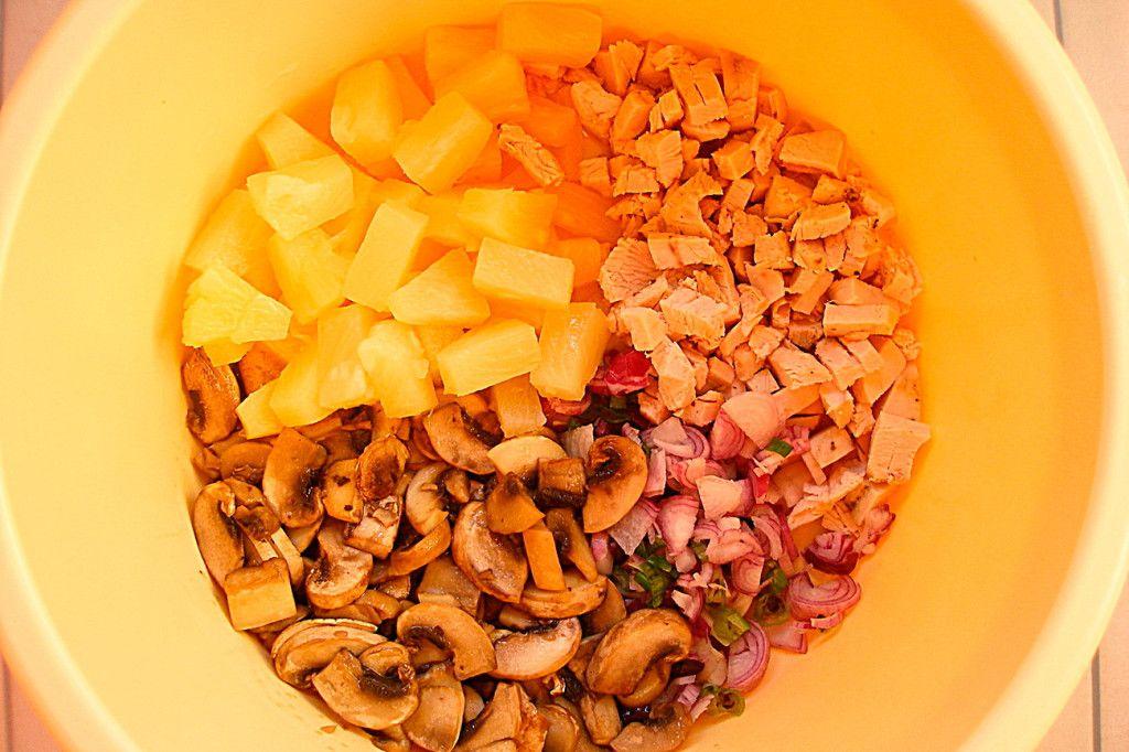 Вот так должны выглядеть все ингредиенты для салата с ананасами