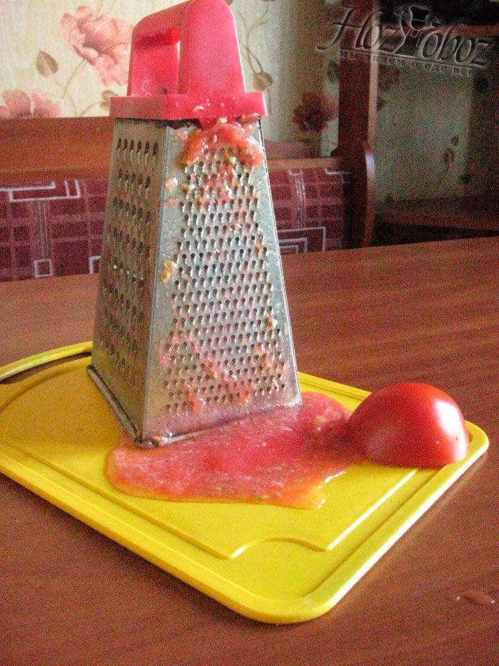 Готовим томатное пюре и добавляем его в зажарку перед выключением