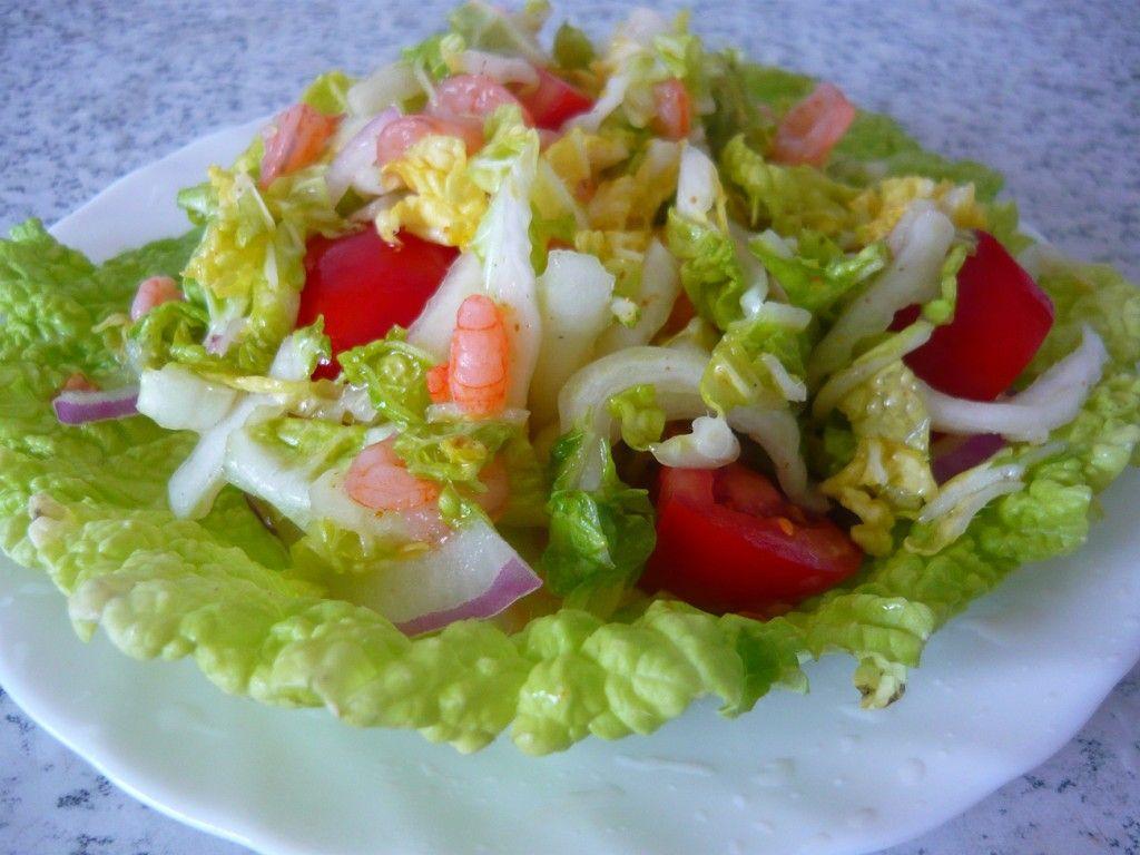 Либо же, под порцию салата можно подложить целый лист капусты, это придаст блюду торжественности