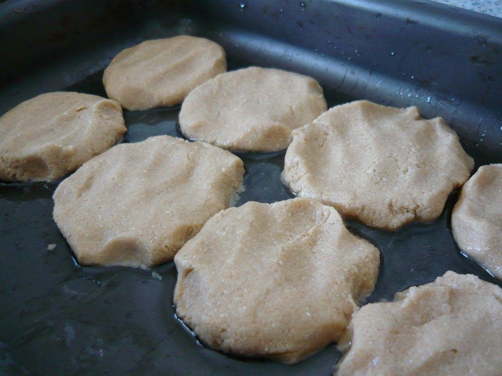 Выкладываем наше песочное печенье на противень