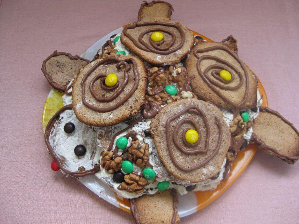 """Последним этапом украшения торта """"Черепаха"""" будет размещение разноцветных драже, это придаст торту пестрости, что будет радовать малышей :)"""