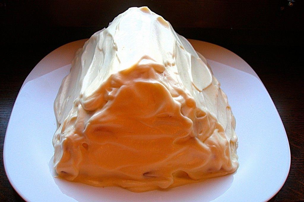 После того, как вы положили последнюю трубочку и смазали кремом в последний раз, ставим торт в холодильник минимум на 12 часов, что бы он успел хорошо пропитаться