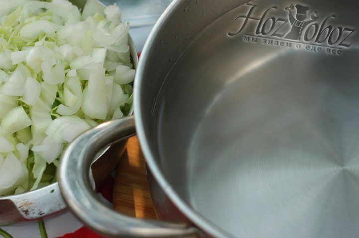 Все овощи бросайте в уже кипящую воду