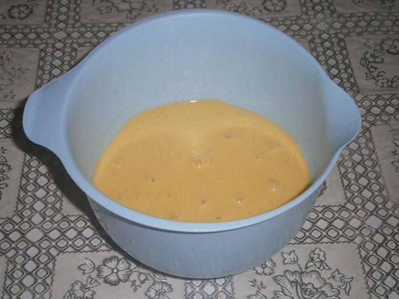 Добавьте в тесто для торта сметанника соду и пшеничную муку