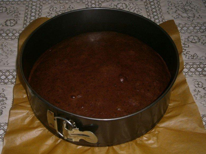 Шоколадный корж для сметанника запекайте в духовке так же само как и первый