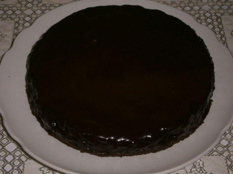 Покройте глазурью весь торт