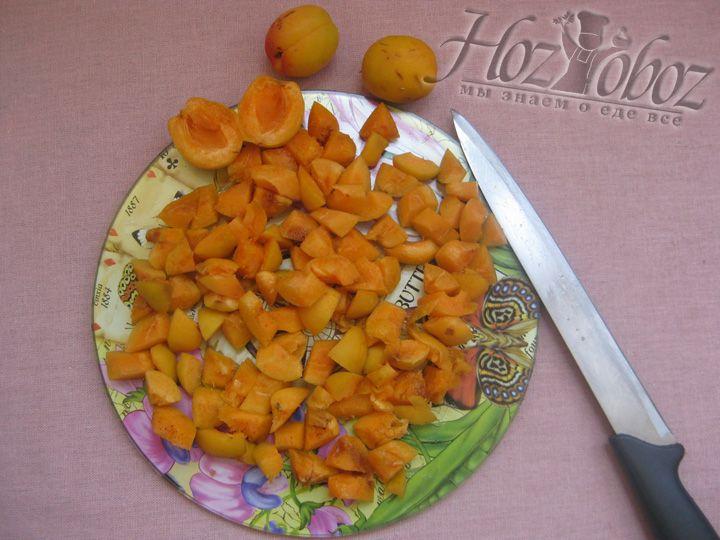 Подготовим любые фрукты или ягоды, удалив из них косточки и корешки