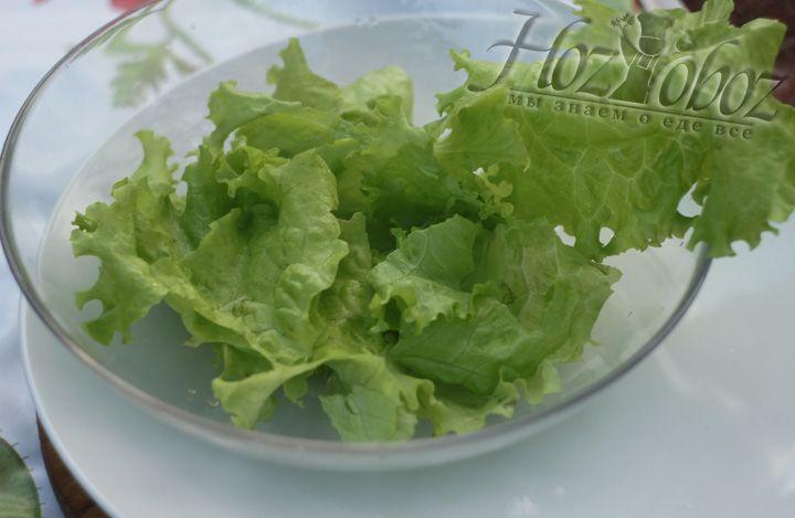 Листья салата лучше не резать, а рвать руками