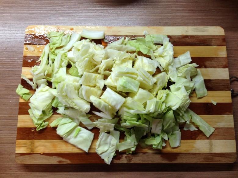 Половину головки капусты так же нарезать