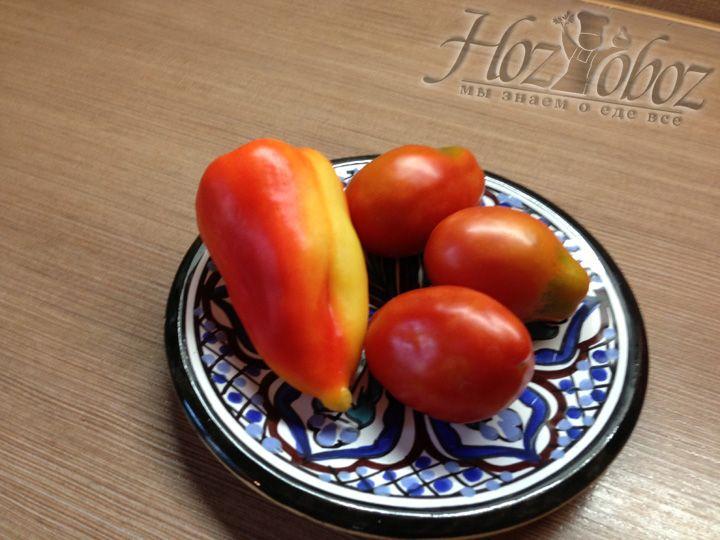Берем перец и помидоры среднего размера
