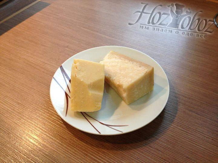 Берем сыр пармезан