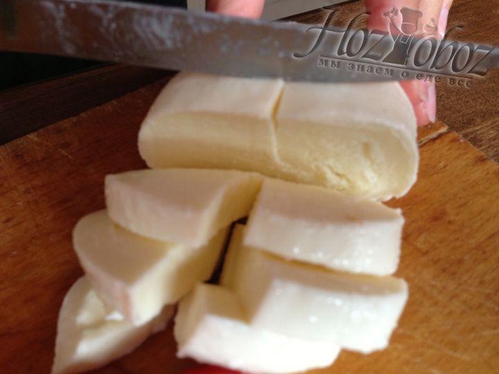 "Теперь нарезаем сыр ""моцарелла"""