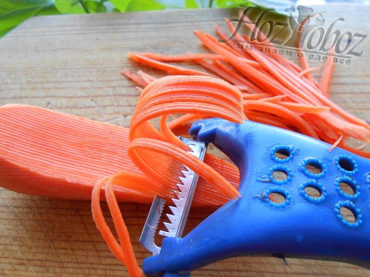 Натираем морковь на терке