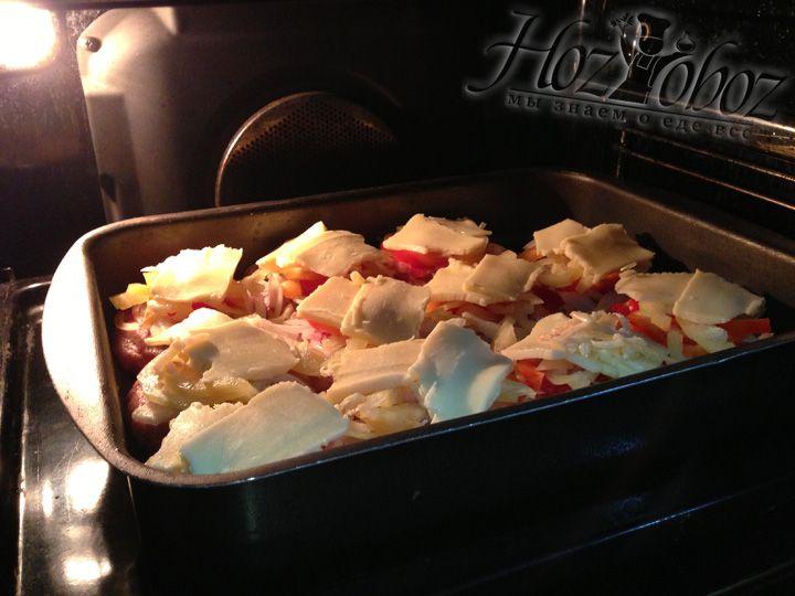 Разогреваем духовку на 180 градусов и ставим туда бифштексы на 20- 30 минут