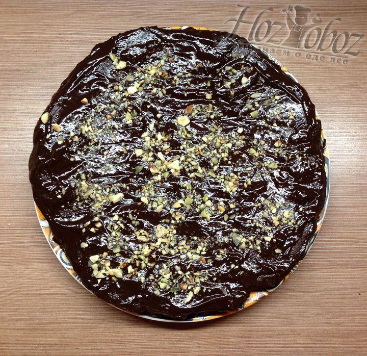 При желании украсьте торт орехами или чем угодно по своему вкусу