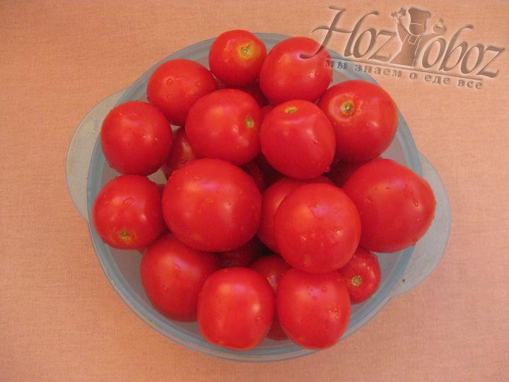 Перебираем и моем помидоры