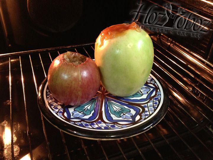 Отправляем яблоки в горячую духовку