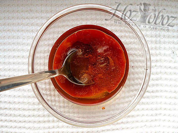 Теперь в соус добавим соль а так же приправы и специи по собственному вкусу