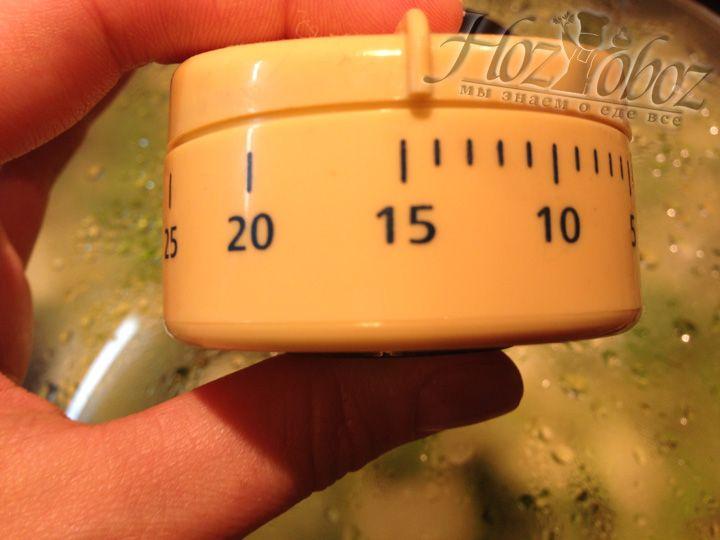Тушим кабачки примерно 15-20 минут