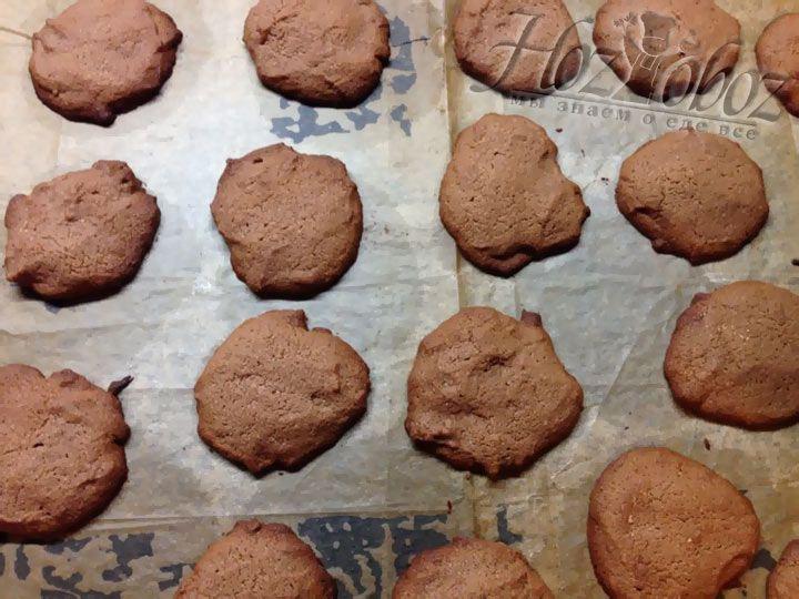Разогреваем духовку до 180 градусов и ставим выпекаться печенье примерно на 12 минут