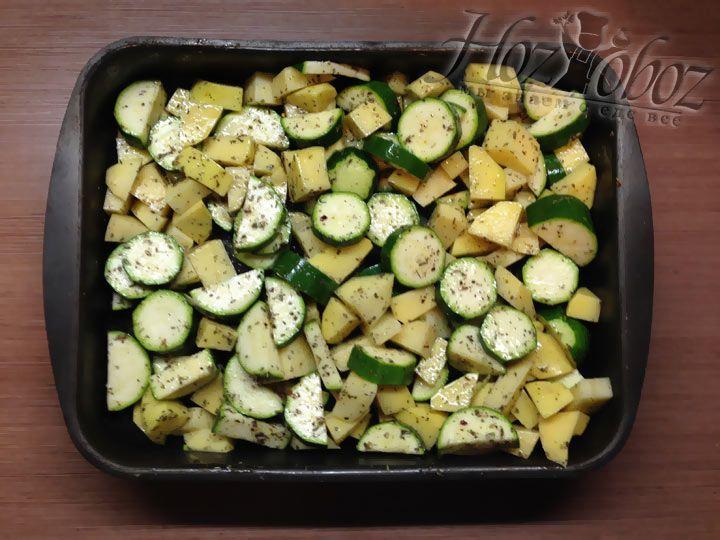 Когда все ингредиенты на месте овощи нужно тщательно перемешать