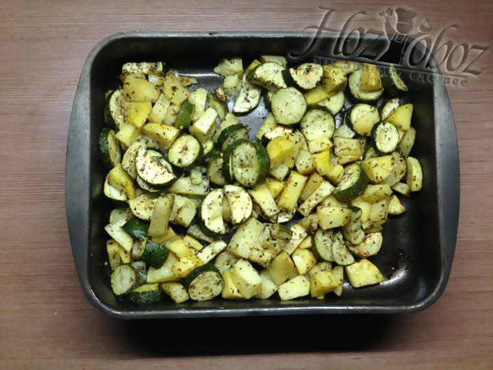 В результате и кабачки, и картофель должны остаться целенькими и не потерять цвет