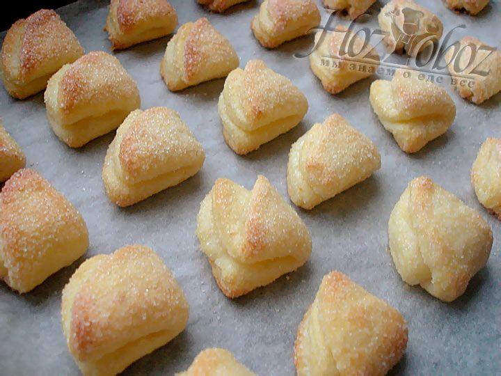 Как видим, творожное печенье в виде конвертиков получилось не только вкусное, но и очень красивое :)