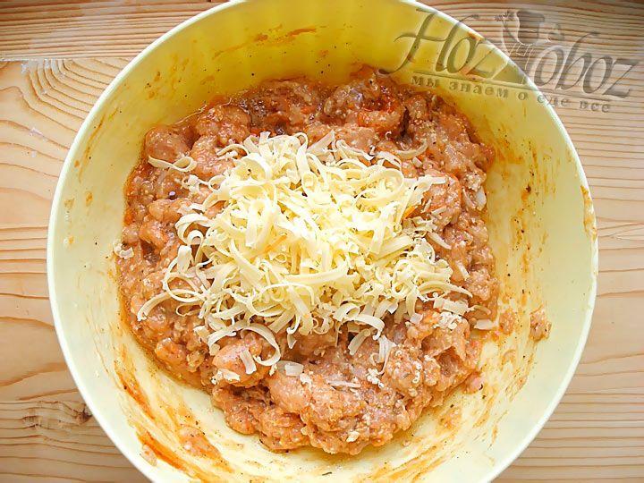 Сыр так же добавляем в куриный фарш как и предыдущие ингредиенты для мясного хлеба