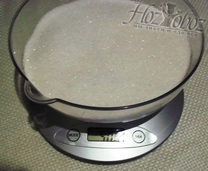 Взвесьте ровно пол килограмма сахара на весах