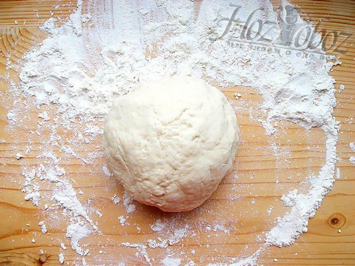 Тесто для творожных шариков должно выйти мягкое, но не липкое