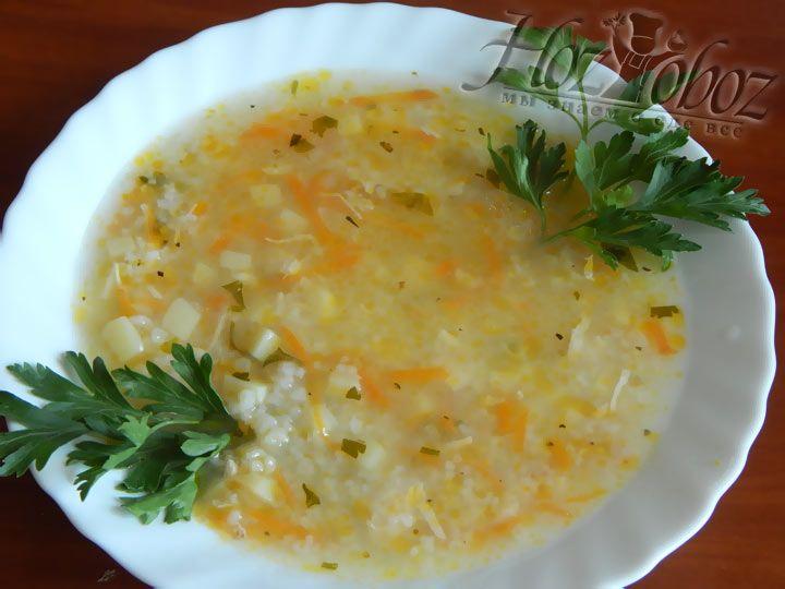 Украсьте суп при подаче на стол зеленью