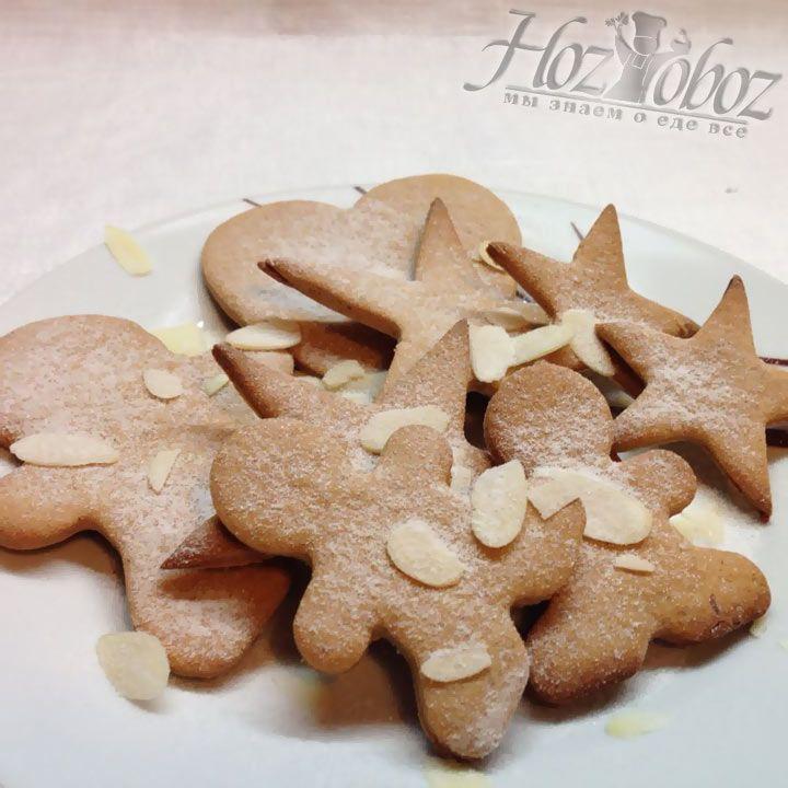 По прошествии 10 минут вынимаем печенье из духовки и даем немного остыть