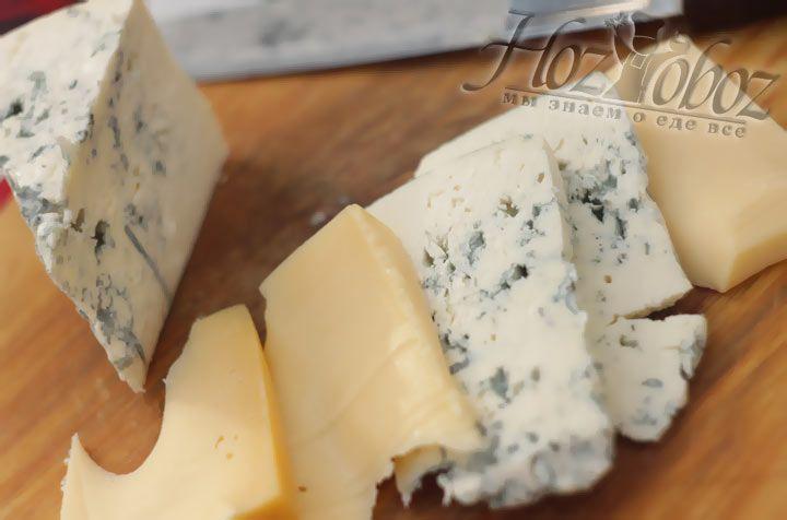 Сыр для салата нарежьте кубиками