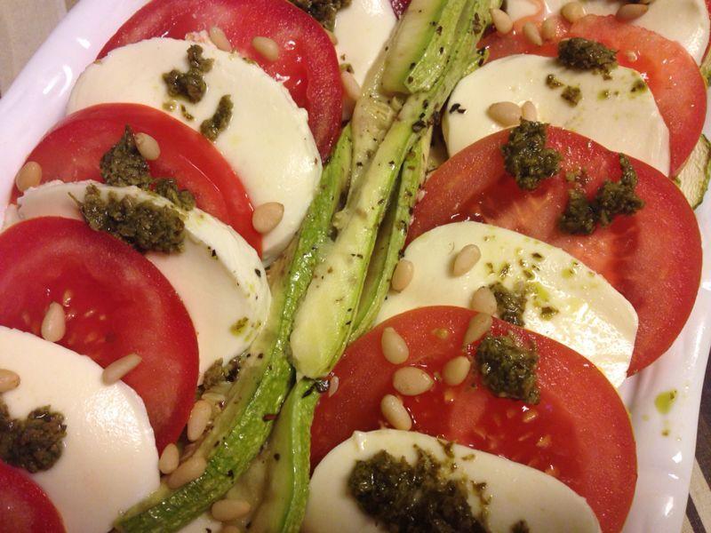 А теперь салат необходимо сдобрить кедровыми орехами, как на фото