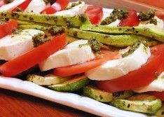 Вкусный итальянский салат с моцареллой и помидорами