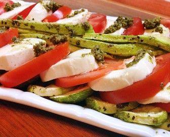 Как приготовить салат с помидорами и моцареллой