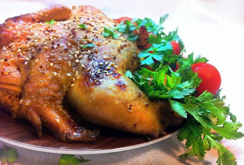 Даже без предварительного маринования курица получается очень вкусной.