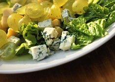 Салат с виноградом и сыром — простой рецепт