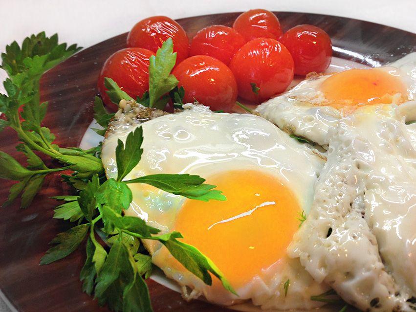 Вкусная яичница с помидорами чери   ХозОбоз - мы знаем о еде все