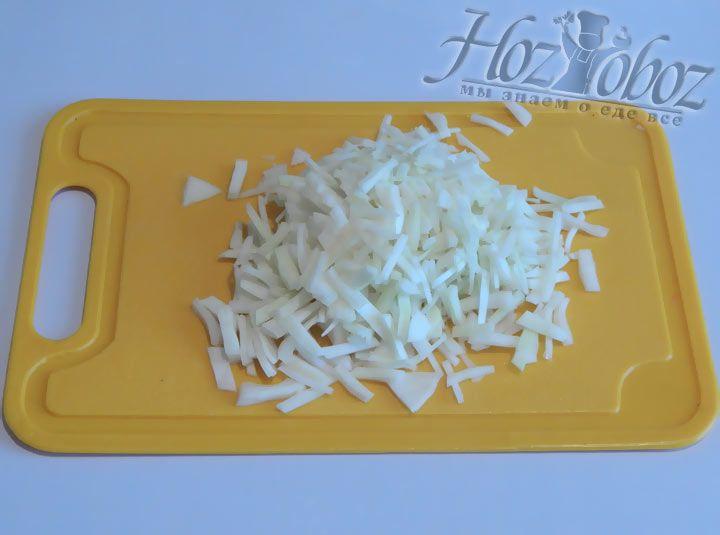 Без капусты щи невозможны, она и будет следующим ингредиентом :)