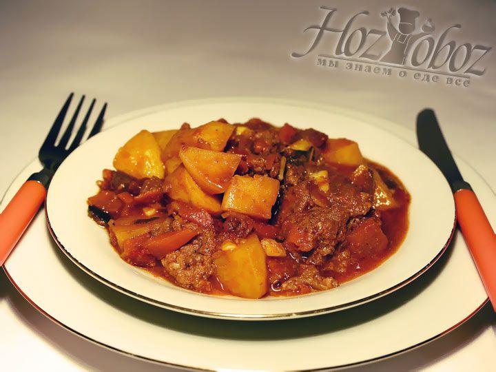 Дайте блюду немного настояться и набрать свой аромат, добавьте зелени и подавайте на стол. Приятного аппетита.