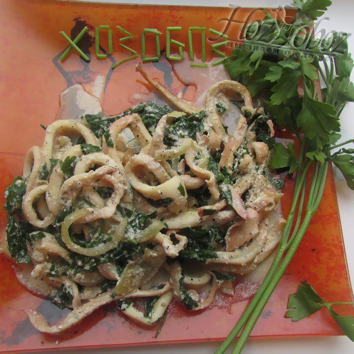 Кальмары, приготовленные по этому рецепту, прекрасны в горячем и холодном виде, так что наслаждайтесь закуской