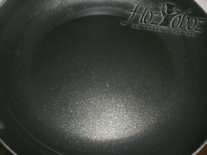 Нагреваем сковороду с растительным маслом