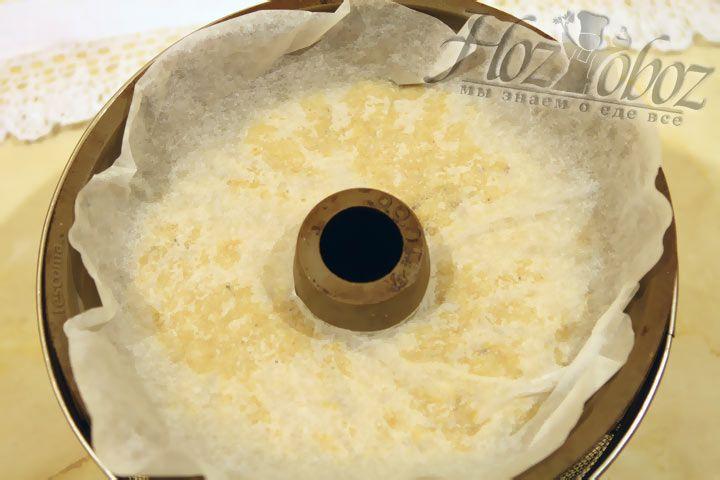 Сверху накройте пудинг пергаментной бумагой