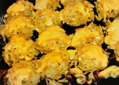 Картофельные шарики с сыром в духовке