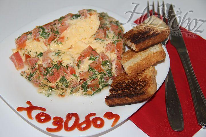 Отличным дополнение к такому завтраку станут свежие хрустящие тосты