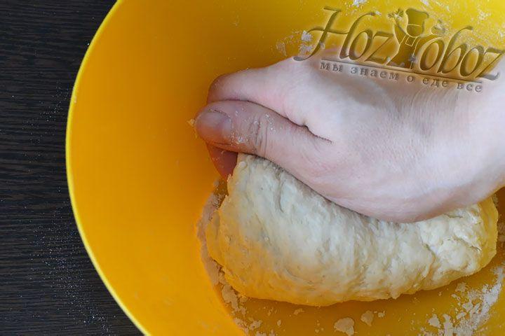 Вымешиваем тесто в течение 15 минут